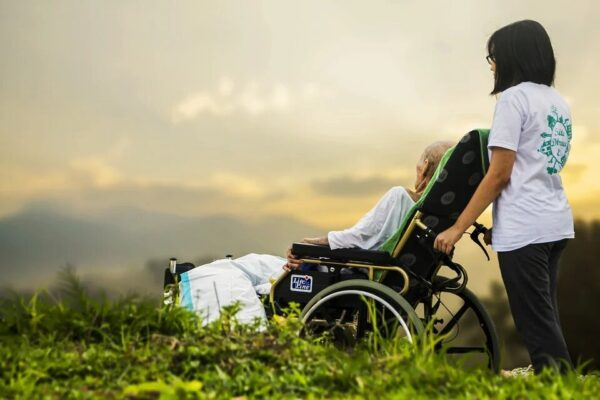 Comment devenir aide-soignant en auto entrepreneur ?